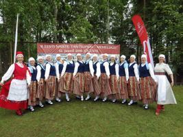 Luxembourg-based folk dance troupe Laiali at the 2016 Women's Dance Festival in Jõgeva.