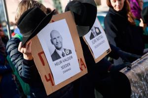 Riigikogulasi võtsid vastu meeleavaldajad