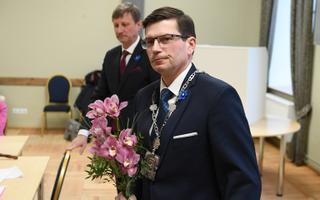 Max Kaur volikogus pärast vallavanemaks valimist.