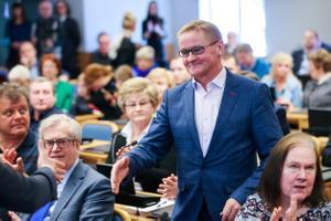 Mihhail Kõlvart (Centre) elected Tallinn Mayor.
