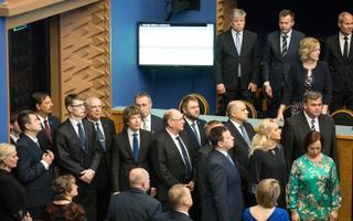 Jüri Ratase teine valitsus riigikogus ametivannet andmas.