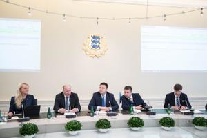 Valitsus kogunes esimesele istungile.