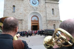 Jüri Aarma saadeti Kaarli kirikust viimsele teele