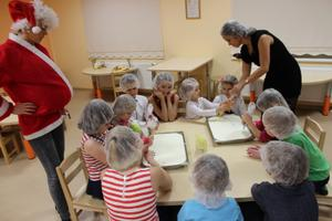 Kogukonna jõululaua katavad omatehtuga noored kokad.