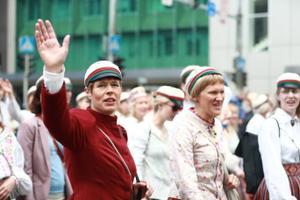 President Kersti Kaljulaid XXVII laulu- ja XX tantsupeo rongkäigus