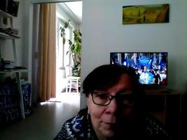 Jälgin 150. Juubeli laulupeo rongkäigu ETV ülekannet päikselisest Tallinnast oma kodus Helsingis... ja röömustan kaasa! ;)