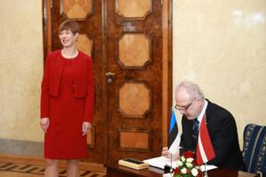 Latvian President Egils Levits with Estonian counterpart Kersti Kaljulaid