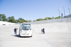 Presentation of Tallinn's new driverless bus at Kumu Art Museum in the city's Kadriorg District. July 19, 2019.