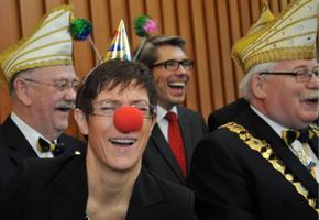 Annegret Kramp-Karrenbaueri ülesastumised karnevalidel läbi aegade.