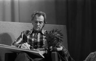 Kunstnik Edgar Valter lastesaates.