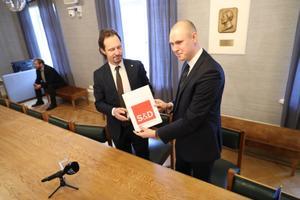 SDE chairman Indrek Saar and Raimond Kaljulaid.