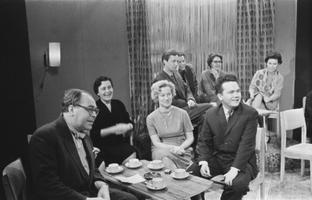 Moskva Teatriinstituudi lõpetanud Voldemar Panso, GITIS-e eesti stuudio lõpetanud: Silvia Laidla, Ellu Puudist, Jaanus Orgulas, tagaplaanil Ervin Abel, Erich Jaansoo, Virve Kiple, Leili Bluumer. 1963