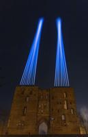 Valgusmäng Toomemäel rahvusülikooli juubeli auks.