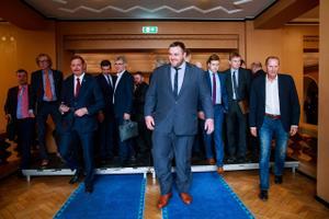 Riigikogu uus koosseis läheb ühispildistamiselt tööle.