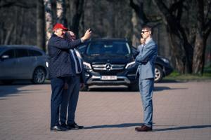 EKRE Marti Kuusik (paremal) oli väliskaubandus- ja infotehnoloogiaminister 30 tundi, siis lahkus perevägivallakahtluse tõttu ametist.
