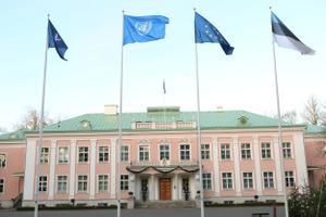 Kersti Kaljulaid heiskas 1. jaanuaril presidendi kantselei ees ÜRO lipu.