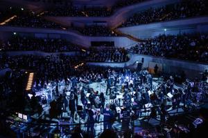 Läänemere noored filharmoonikud ja Kristjan Järvi koos Bastille'iga