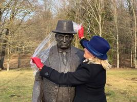 Открытие памятника Константину Пятсу в Тойла.