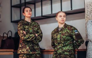 На инфодень о возможностях военной карьеры в Таллинне пришли более 70 женщин.