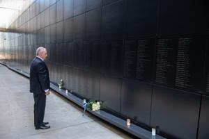 Riigikogu esimees Henn Põlluaas mälestas juuniküüditamise ohvreid.