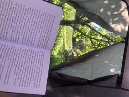 Kristo Eliasele meeldib lugeda õues loodushelide taustal