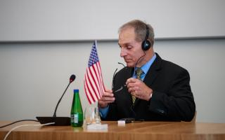 Louis Freeh at a press conference earlier this month, announcing the deal between his law firm and the finance ministry.