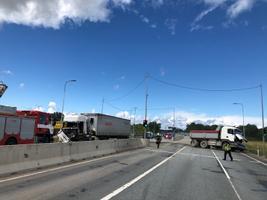 ДТП с участием двух грузовых автомобилей на Таллиннской окружной дороге.