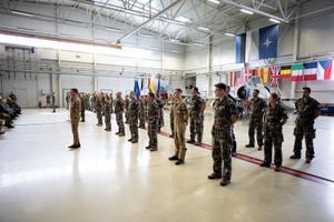Церемония передачи миссии состоялась на авиабазе Эмари.