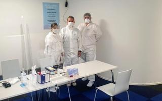 Тестирование на коронавирус в аэропорту.
