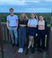 Klassikatähtede suvi: Tähe-Lee koolikaaslastega peale suvelaagri kvintetiproovi Simisalu vaatetornis