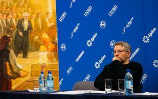 Olari Elts ERSO uue hooaja pressikonverentsil