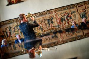 Ullo Toomi nimelise rahvatantsustipendiumi tantsuõpetaja üleandmine Marina Kuznetsovale