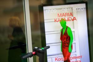 """Avati Maria Kapajeva isikunäitus """"Kui maailm õhku lendab, loodan lahkuda tantsides"""""""