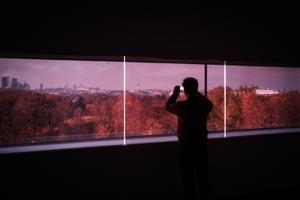 Vaade läbi värvilise klaasi