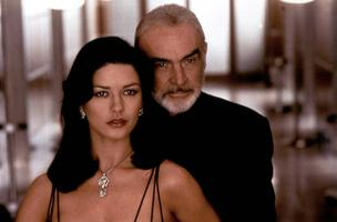 Gin (Catherine Zeta-Jones), Mac (Sean Connery) 1999