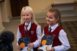 Keskraamatukogu kinkis lastele raamatud