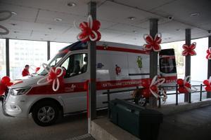 Детская больница получила новый реанимобиль.