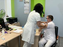 Вакцинация сотрудников Нарвской больницы.