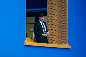 Martin Helme vaatleb, kuidas ministriametisse kinnitatakse Rain Epler