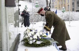 На площади Вабадузе почтили память павших в Освободительной войне.