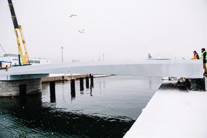 Строительство моста через Адмиралтейский бассейн.