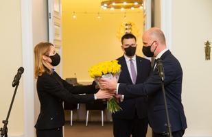 Jüri Ratas andis peaministriameti üle Kaja Kallasele.