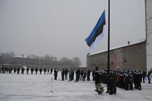 Поднятие государственного флага в Нарве 24 февраля 2021 года.