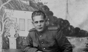 Endine julgeolekuteenistuse Muhumaa operatiivvolinik Rudolf Sisask noore mehena sõjaväemundris.