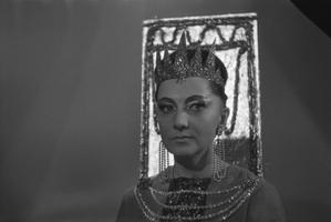 Näitleja Ita Ever Spidola rollis telelavastuses