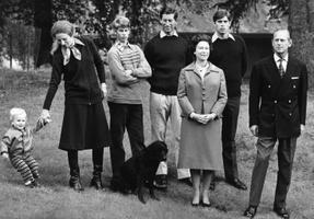 1979. Peter Phillips, kuninglik printsess Anne,  prints Edward, prints Charles, kuninganna Elizabeth II, prints Andrew ja prints Philip