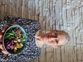 Angelica Udekülli kausitoit heeringa ja köögiviljadega.