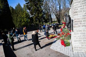 Wreath-laying at the Bronze Soldier statue on May 9.
