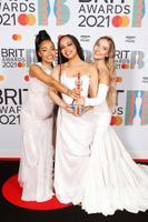 Little Mix sai parima Briti bändi auhinna
