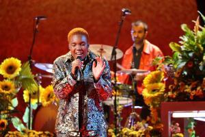 Läbimurrangu saavutanud artisti auhinna pälvinud Arlo Parks astus ka lavale